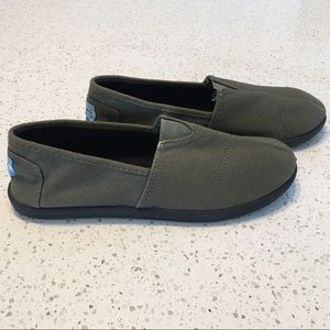 ⭐️3/$40⭐️ Tom's Green Slip On Espadrilles Shoes